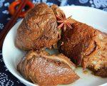 Тушеная говядина с клубникой и ароматными специями