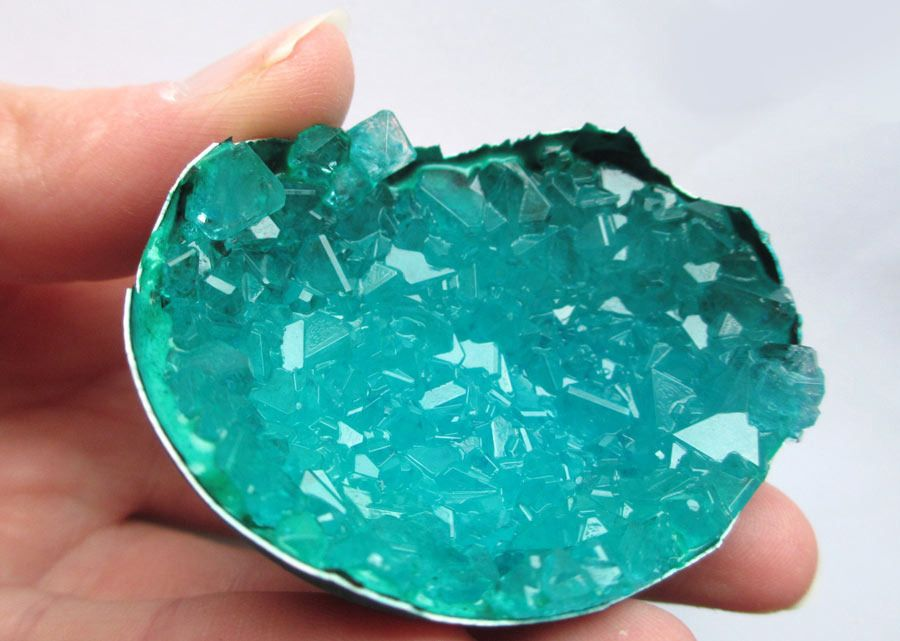 Как вырастить настоящий кристалл в яичной скорлупе 4