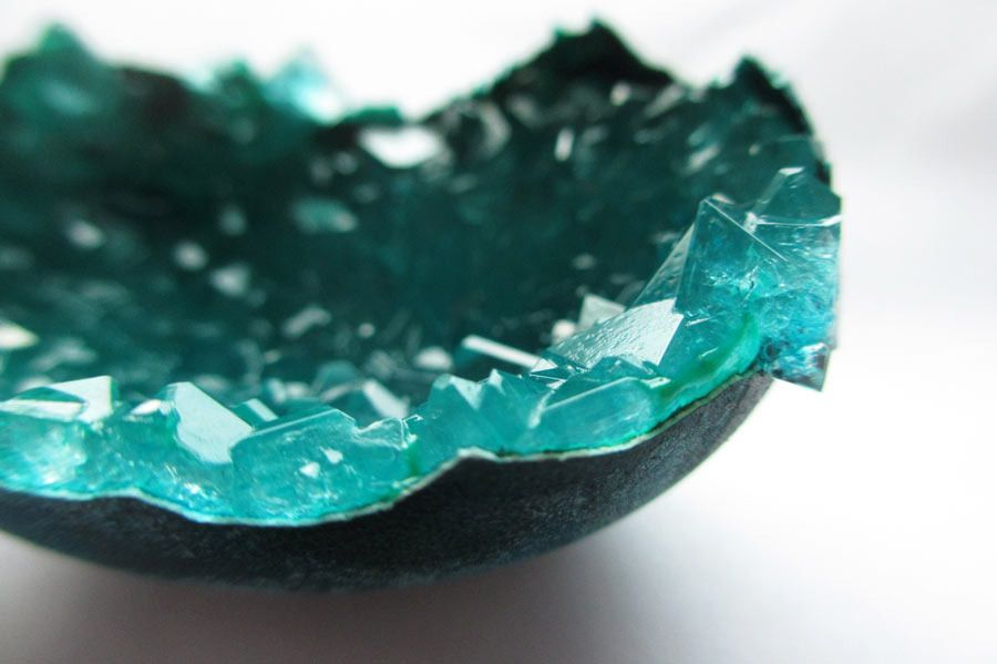 Как вырастить настоящий кристалл в яичной скорлупе 3