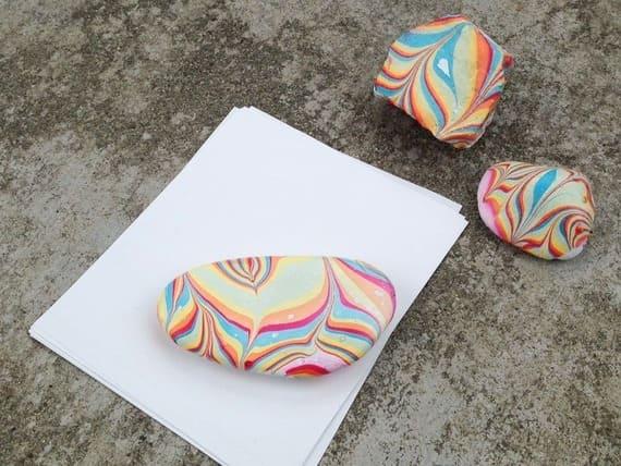 как нарисовать на камнях радугу