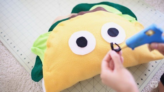 декоративная подушка Тако своими руками