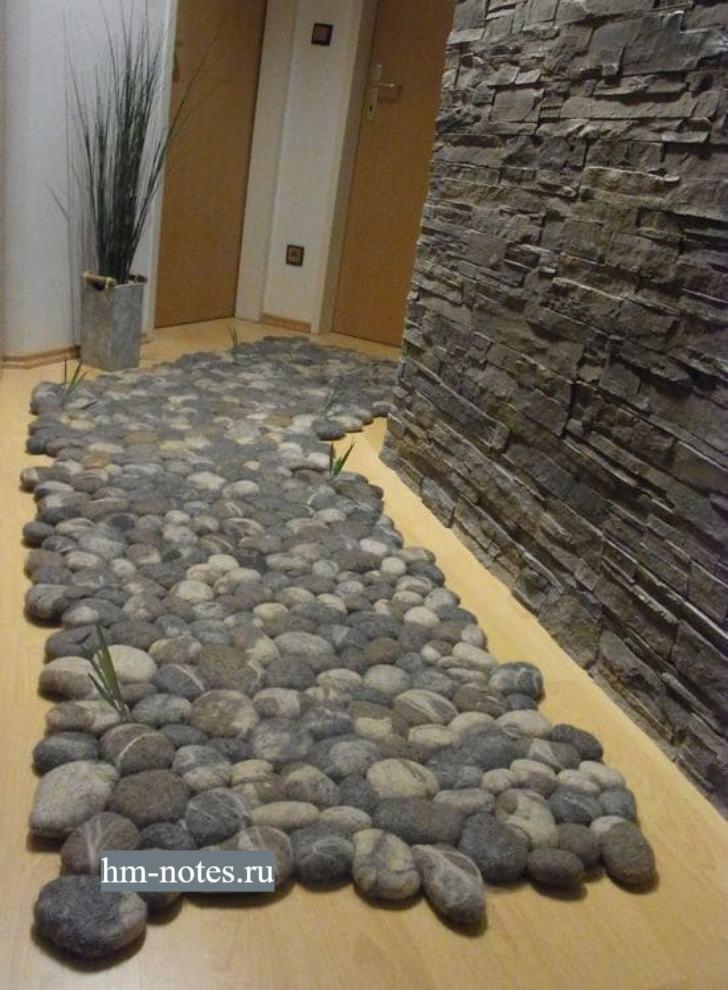 коврик в виде камней сделанных из шерсти методом валяния