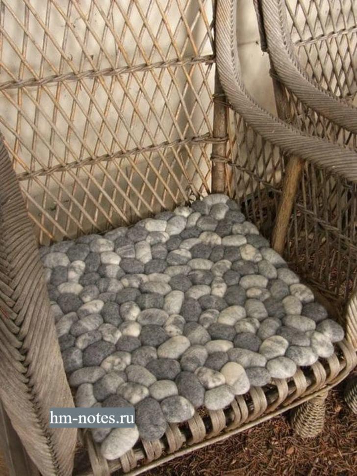 подушка для сидения в виде камней сделанных из шерсти методом валяния