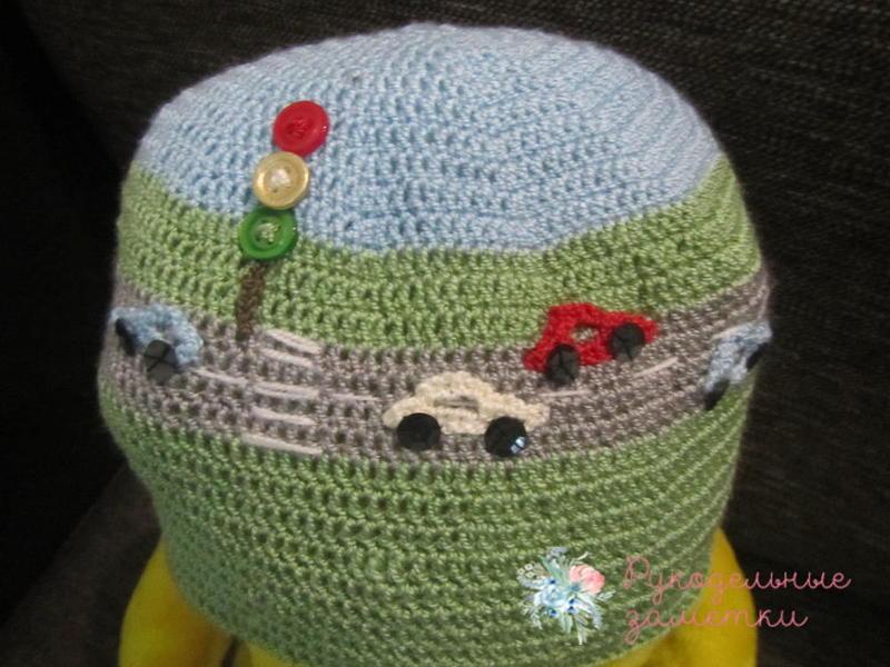 Вязаная шапка для мальчика с машинками. Подробный мастер-класс