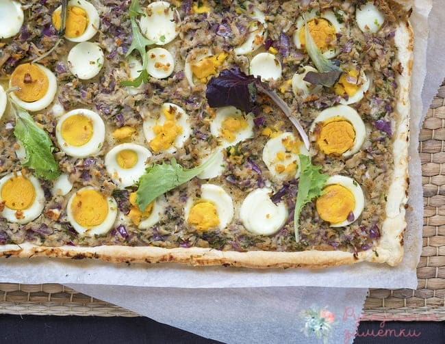 Пирог с консервированным тунцом и яйцами