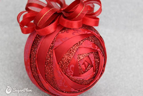 Новогодние шары из атласных лент