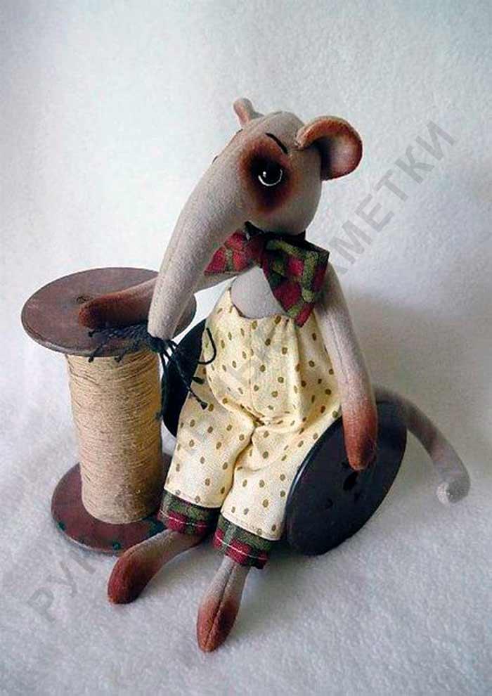 Выкройка интерьерной крысы в штанишках