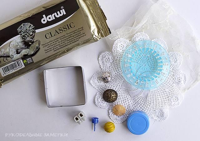 Голубая декоративная плитка из пластика