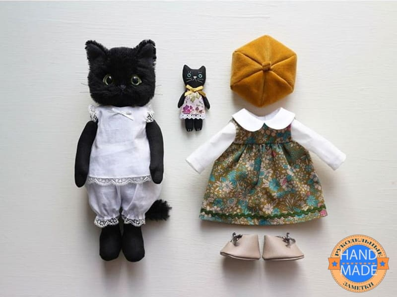 кот с одеждой
