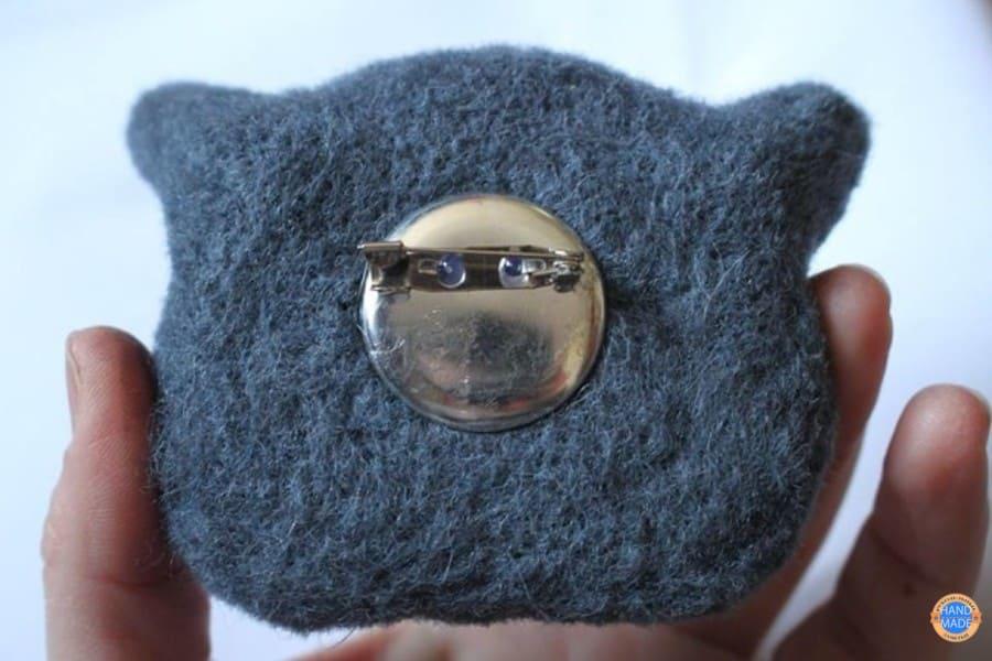 Шерстяная брошь «Британский кот».