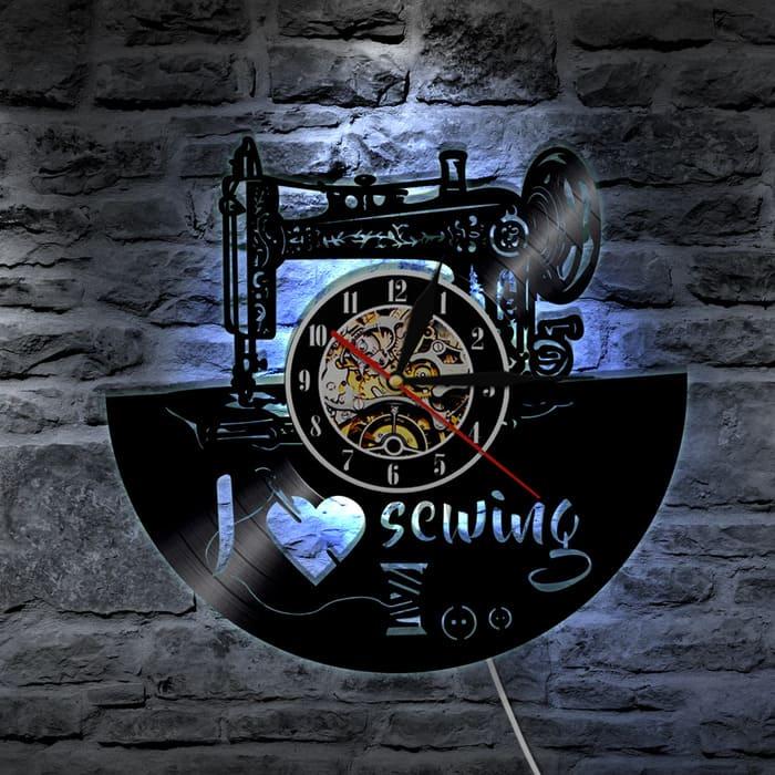 Настенные часы из винила.
