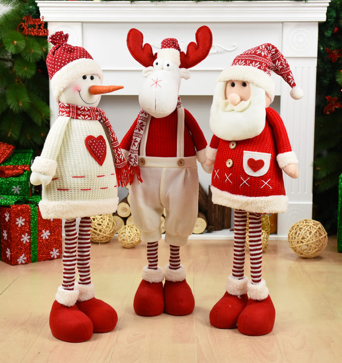 Куклы Дед Мороз, рождественский олень и снеговик.