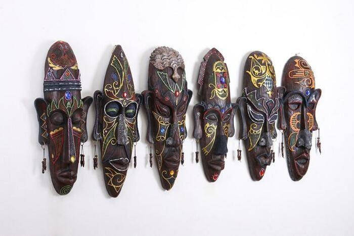 Африканские настенные маски.