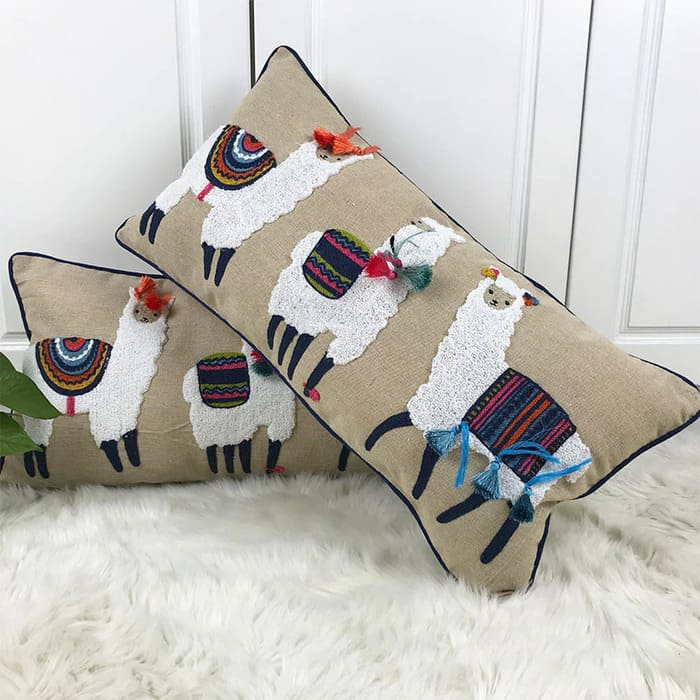 Чехол для подушки с ручной вышивкой
