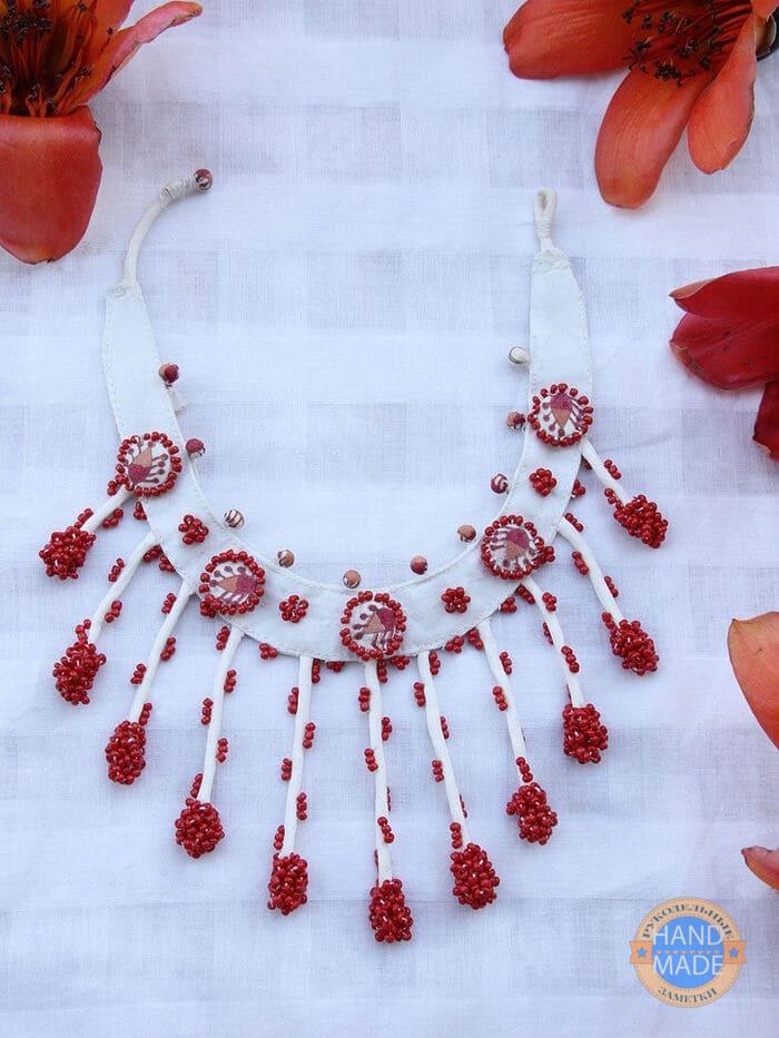 Ожерелье из ткани и бусин своими руками