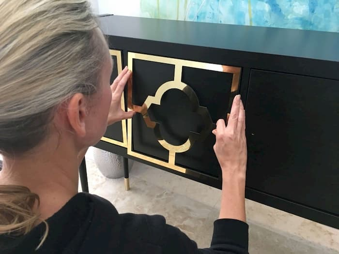 золотые наклейки на шкаф