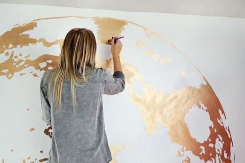 большой рисунок на стене