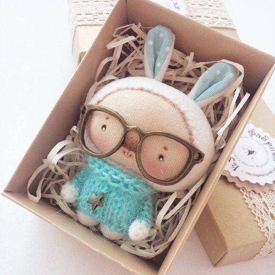 заяц в больших очках