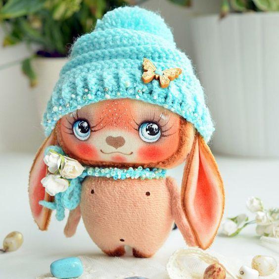заяц в голубой шапочке