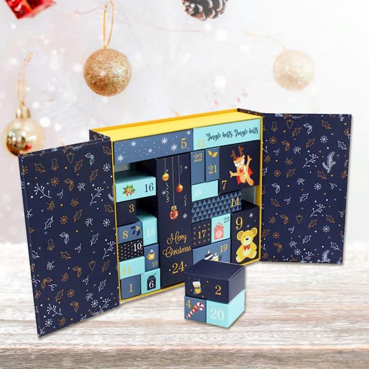 Адвент-календарь в большой празднично коробке